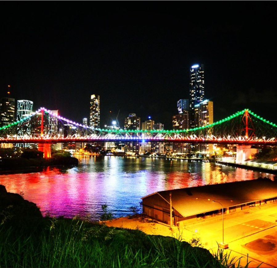 an image of the river light show one of the best free things to do in Brisbane