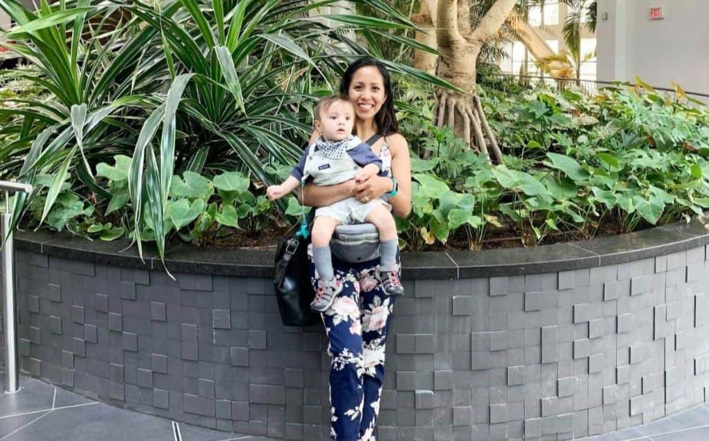 an image of mum and a toddler using the best toddler carrier
