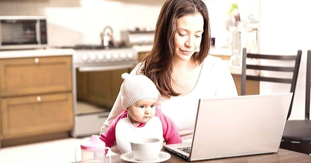 an image of a mum with her baby checking the best blogging courses