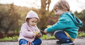 Nature Play – How Every Toddler Can Love Outdoor Play!